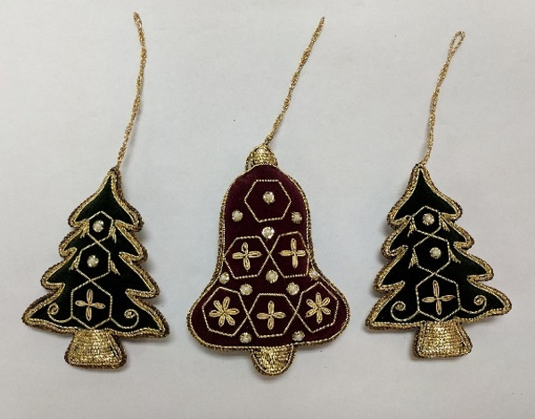"""Picture of Hand Embroidered Ornament Tree/Bell set/3 #XE016  3""""x4""""H"""